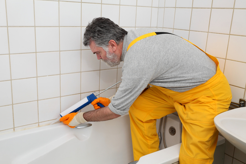 How to Re-caulk Your Bathtub